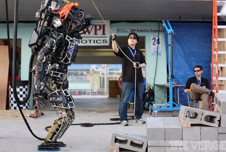 AI và robot trở thành những lực lượng chiến đấu tinh nhuệ, sát cánh cùng các lực lượng quân đội của nước này.