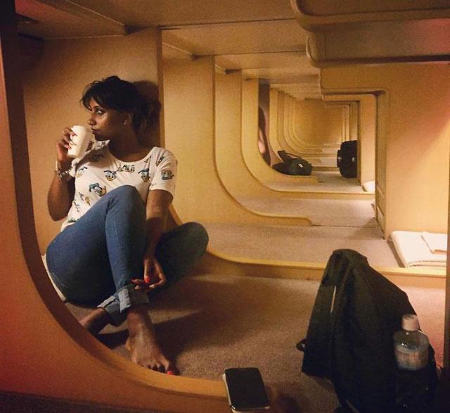 Tàu chạy xuyên đêm nên du khách tiết kiệm được 1 đêm nghỉ khách sạn.