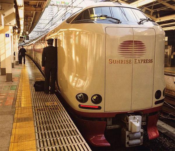 """Ra đời từ năm 1998, Sunrise Express là tuyến tàu """"ngủ đêm"""" duy nhất còn sót lại ở Nhật"""