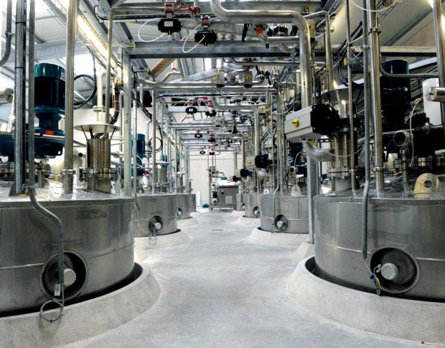 Bên trong Futurol với các bồn lên men phục vụ cho việc sản xuất ethanol.