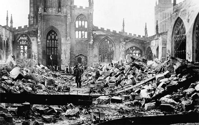 Trong Thế chiến II, châu Âu hứng chịu tổn thất nặng nề nhất khi hàng triệu công trình bị phá hủy.