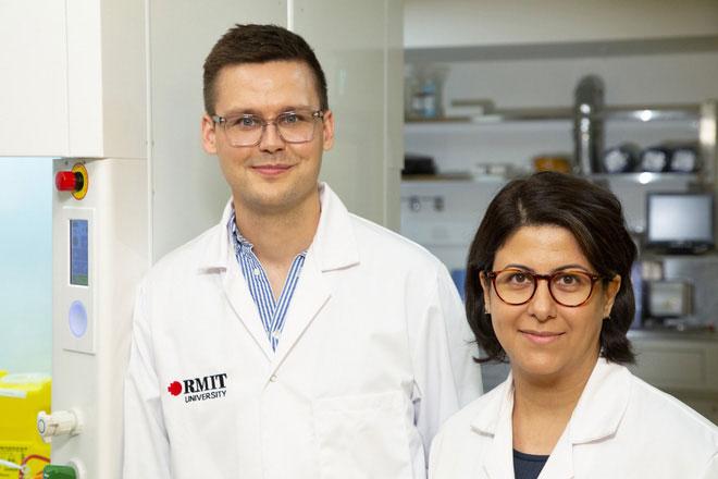 Hai giáo sư RMIT là Torben Daeneke và Dorna Esrafilzadeh.