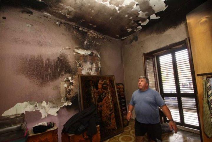 Nhiều vật dụng trong nhà không sử dụng cũng tự bắt lửa và bốc cháy.