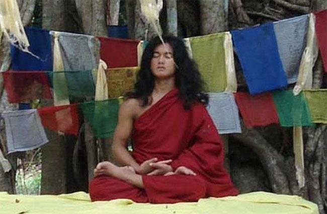 Palden Dorje thiền định suốt 4 ngày 4 đêm liên tiếp nhưngcơ thể cậu không có dấu hiệu suy kiệt, hao mòn