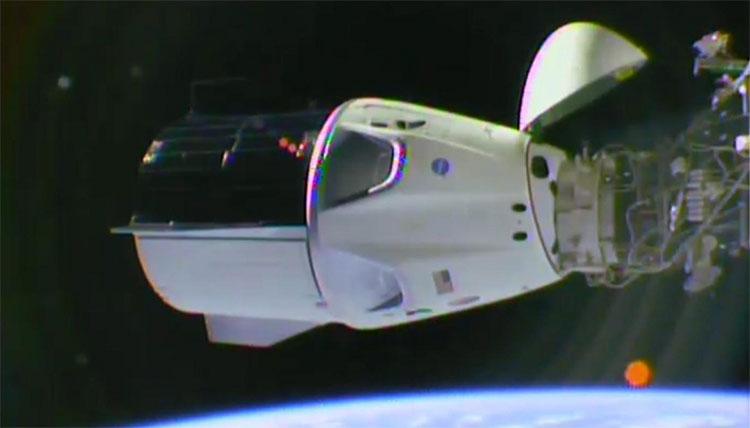 Tàu Crew Dragon kết nối thành công với Trạm vũ trụ ISS.