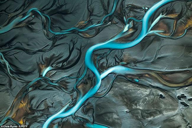 Một bức ảnh khác cũng chụp lại phong cảnh Iceland từ trên không