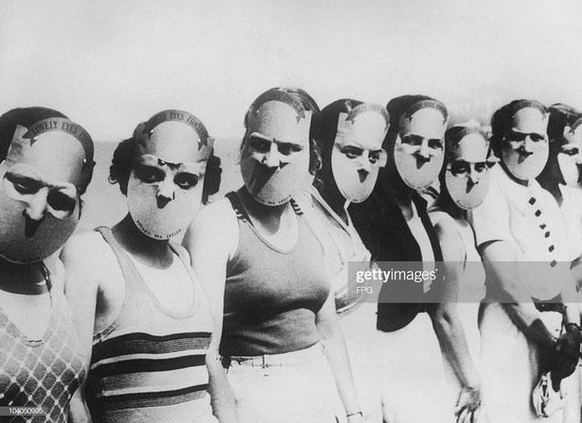 Các thí sinh trong cuộc thi mắt đẹp Miss Lovely Eyes năm 1930 ở Florida