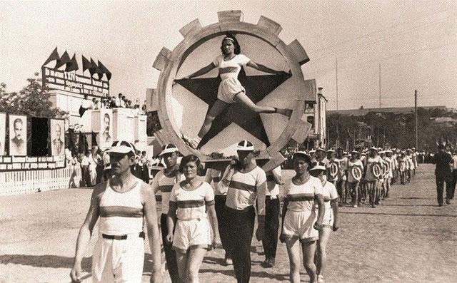 Một cuộc diễu hành của các vận động viên vào năm 1938.