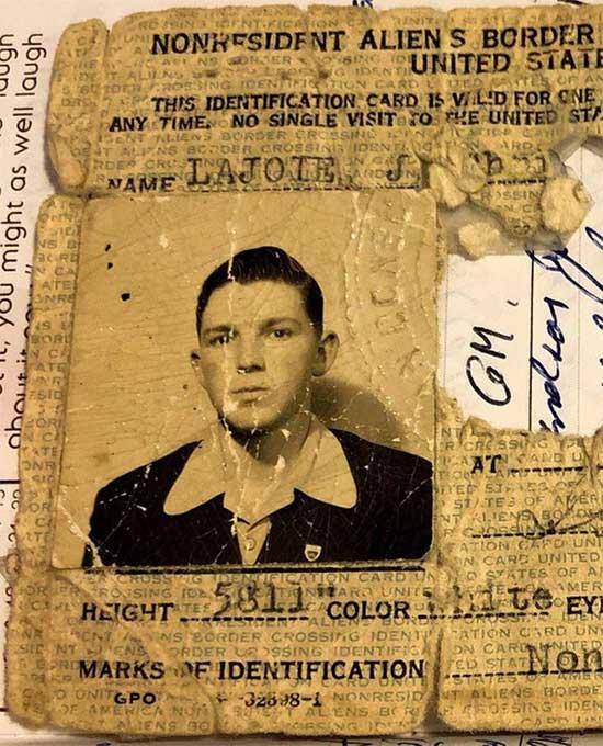 Tấm thẻ căn cước của một công dân.