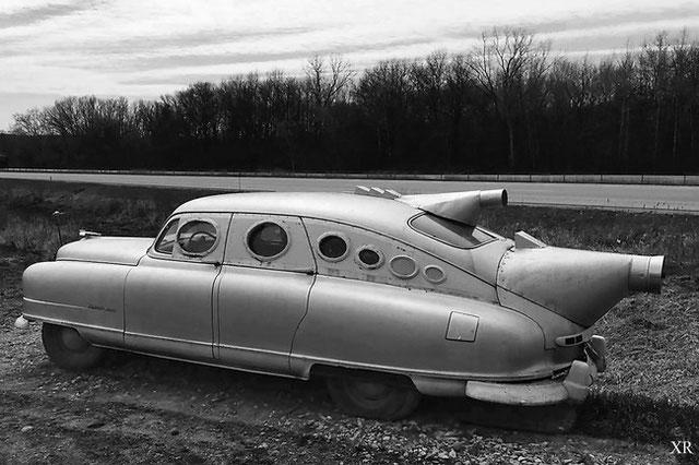 Chiếc xe hơi có phần kỳ dị do Bob Riley thiết kế.