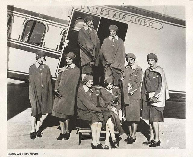 Các tiếp viên của hãng hàng không United Air Lines năm 1930.