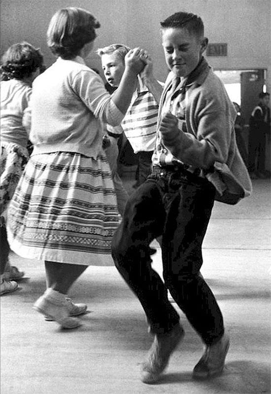Khiêu vũ học đường vào những năm 1950.