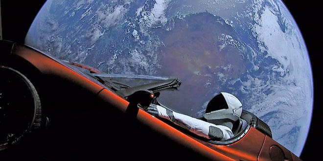 Chiếc Roadster đang quay quanh Mặt Trời với một quỹ đạo hình elip.