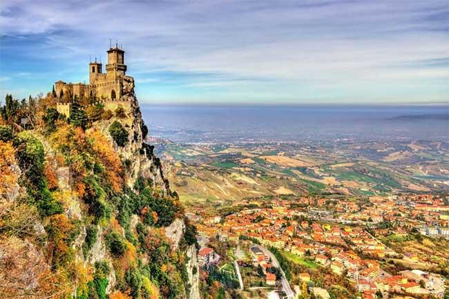 Tòa tháp trên đỉnh Guaita là tòa tháp cổ nhất trong số ba tòa tháp của San Marino.
