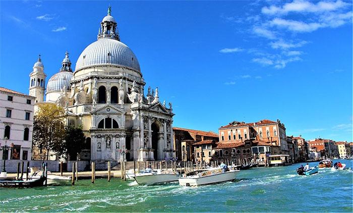 Nhà thờ Santa Maria Della Salute của Venice.