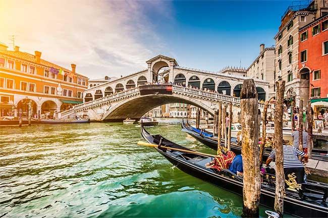 Venice là một địa danh du lịch nổi tiếng nhất nước Ý.