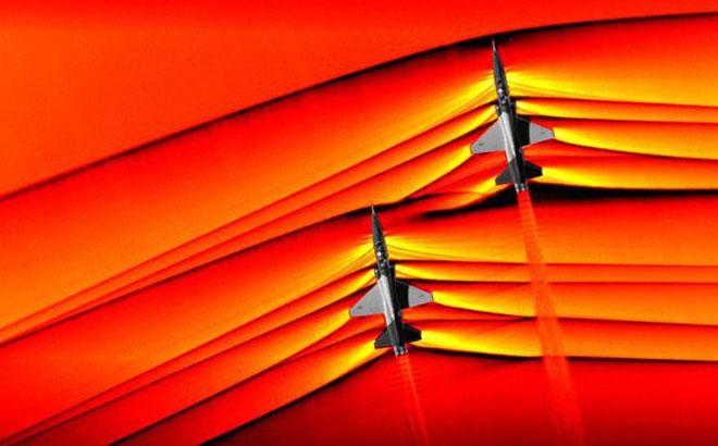 Máy bay bay qua hàng rào âm thanh ở vận tốc 1.225km/h.