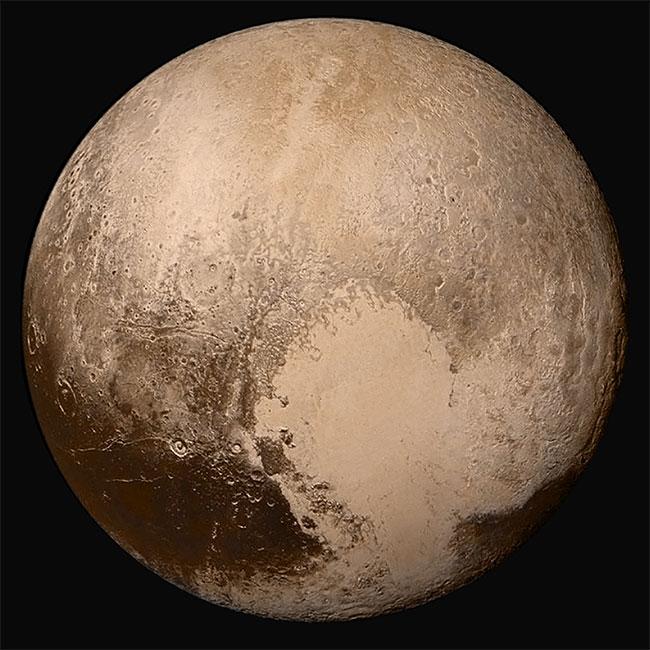 Sao Diêm Vương với màu gần đúng, chụp bởi New Horizons.