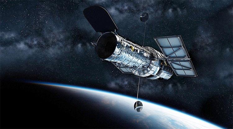 Kính viễn vọng Hubble hoạt động ngoài không gian.