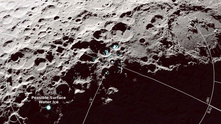 Bức ảnh do tàu LRO của NASA chụp cung cấp manh mối về nước biết nhảy kỳ thú trên Mặt trăng