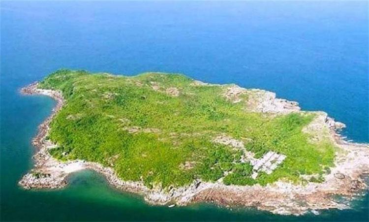 Những đống phân chim trên hòn đảo kỳ lạ đã chất cao hơn 15m