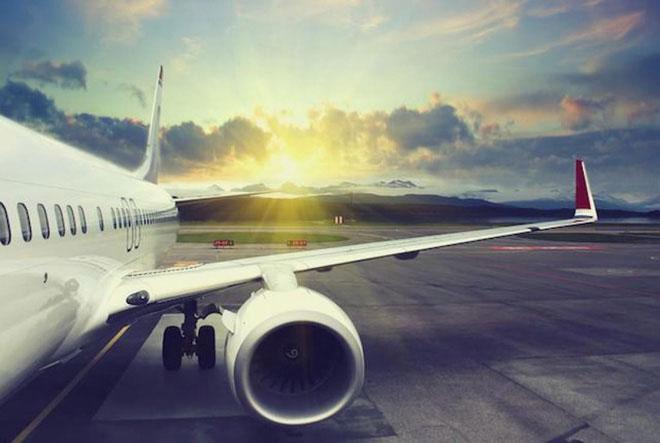 Có rất nhiều nguyên nhân dẫn đến việc những chuyến bay thương mại không trang bị dù cho hành khách.