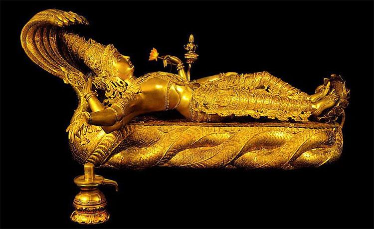 Một trong những tượng vàng được tìm thấy.