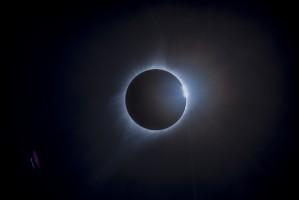 Vành corona trong hiện tượng nhật thực, khi phần còn lại của mặt trời bị che khuất