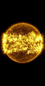 Mặt trời phát ra các tia lửa mặt trời mạnh mẽ, ảnh tổng hợp trong một năm quan sát