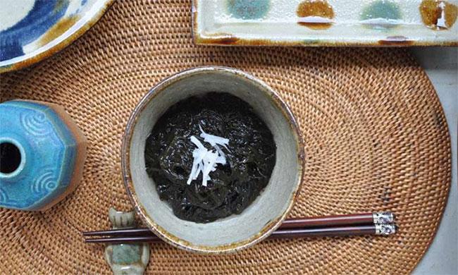 Món ăn từ rong biển Ito-mozuku.
