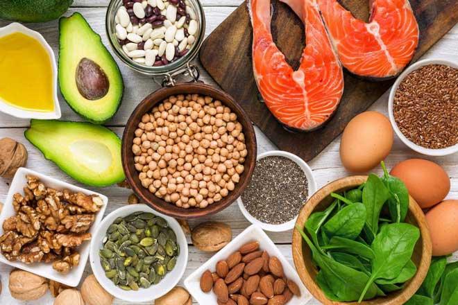 Omega-3 là một loại axit béo được tìm thấy nhiều trong các loài cá biển, hải sản, các loại hạt hoặc dầu cá...