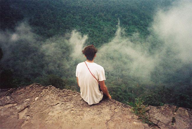 Đi du lịch đến những nơi mới mẻ sẽ giúp tâm hồn bạn thoải mái hơn.