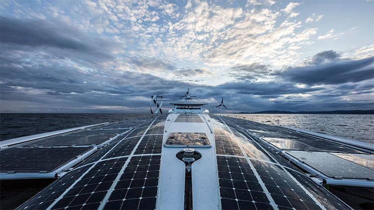 Con tàu sử dụng chủ yếu là năng lượng mặt trời.