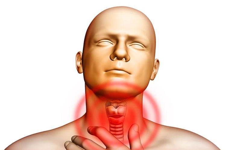 Các triệu chứng của cường chức năng tuyến giáp bao gồm lo lắng, đổ mồ hôi, mệt mỏi và tim đập nhanh, lỡ nhịp...