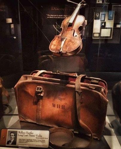 Cây đàn vĩ cầm của nghệ sĩ Wallace Hartle