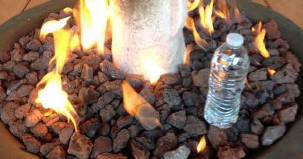 Ném chai nước vào lửa là vô ích.