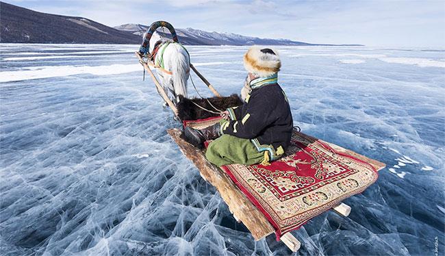 Mặt hồ đóng băng vào mùa đông.