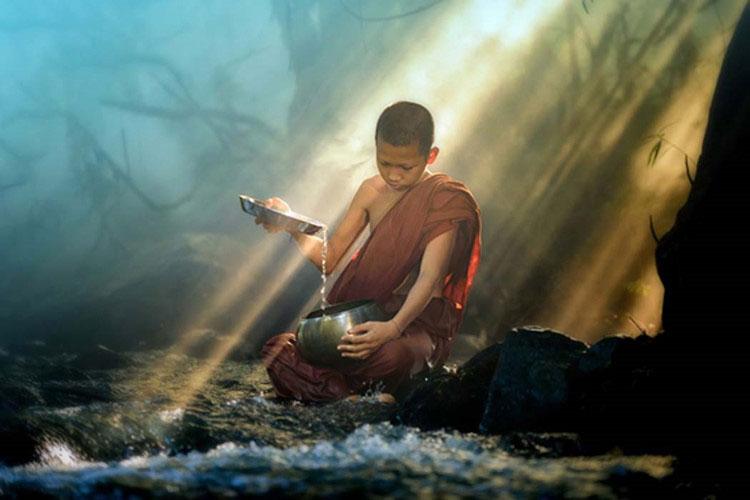 Khi chết đi, chư Phật, bồ tát và các vị đạo sư có thể chọn tái sinh để hoàn tất những gì còn dang dở.