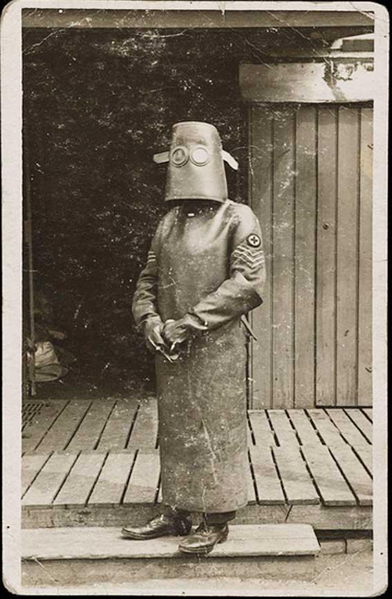 Bộ phòng vệ chống tia X năm 1918.