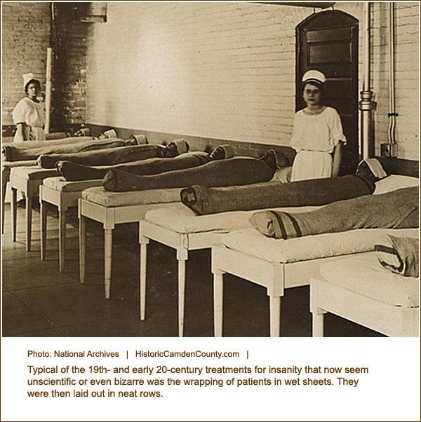 Khi chưa tìm ra thuốc để trấn an các bệnh nhân tâm thần, các bệnh viện tâm thần sử dụng chăn ướt để quấn chặt bệnh nhân, giữ họ khỏi bị kích động.
