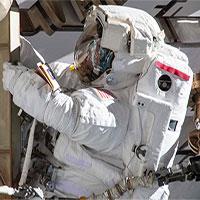 """Hai nhà du hành nữ """"bị từ chối"""" ra ngoài không gian vì... thiếu trang phục"""