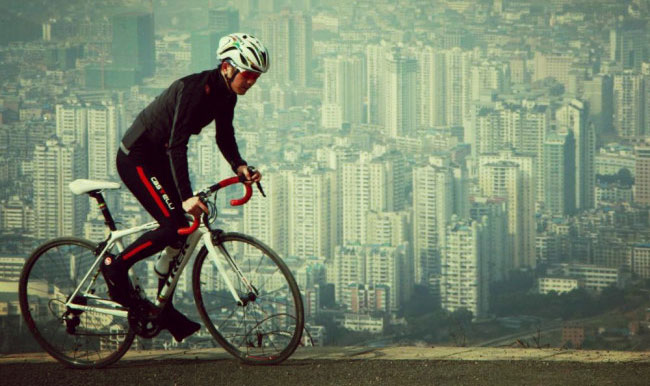 Đi xe đạp và đi bộ giúp giảm được mức độ ô nhiễm không khí.