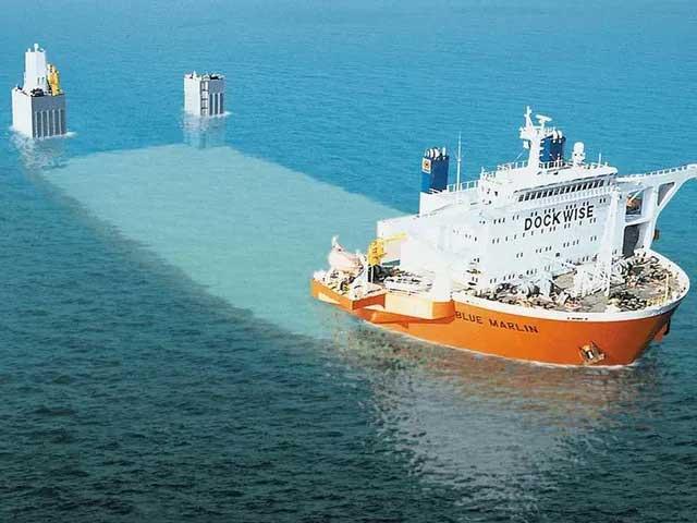 Loại tàu chuyên dùng để vận tải những thứ khổng lồ như dàn khoan dầu hay các con tàu khác.