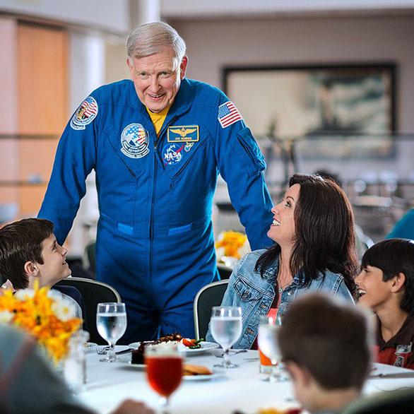 Ăn trưa với phi hành gia