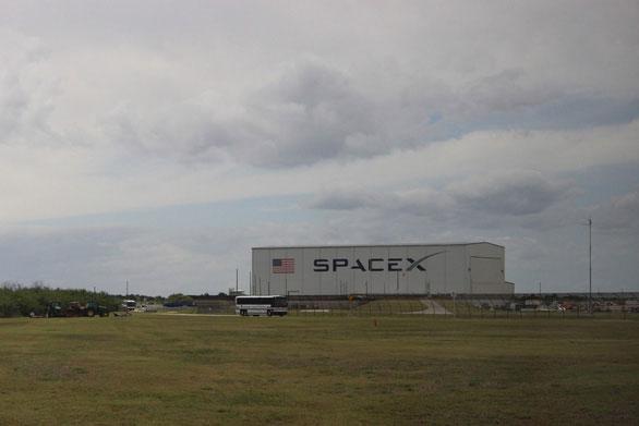 SpaceX của tỉ phú Elon Musk bên trong KSC