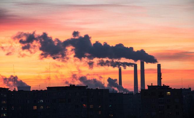 Trong thị trường, pin lithium-ion kết hợp với năng lượng gió và mặt trời bắt đầu cạnh tranh với than và khí đốt.