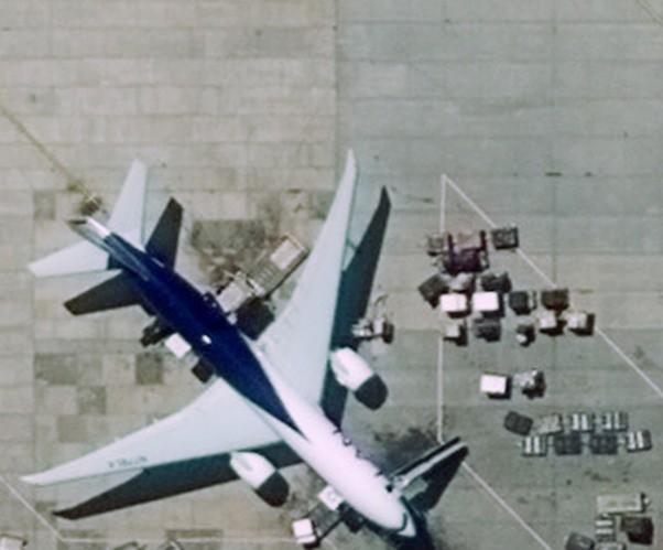 Hình trên là ảnh thực tế từ vệ tinh chụp sân bay Santiago. Toàn bộ hình ảnh này có độ phân giải 1 pixel, chụp từ một vệ tinh địa tĩnh.