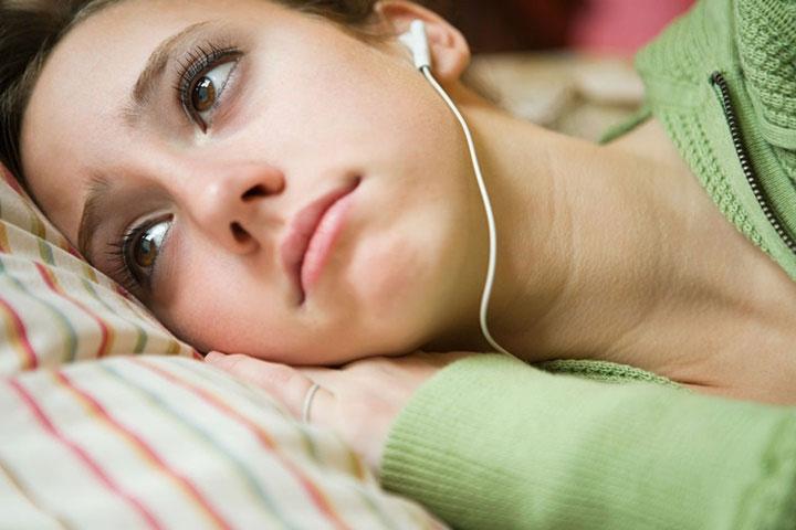 Nghe nhạc buồn làm cho chúng ta cảm thấy hiểu rõ mọi thứ hơn