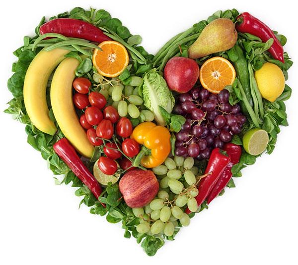 Ăn nhiều rau củ, hạn chế chất béo, ngọt... góp phần hạn chế đường huyết tăng cao.