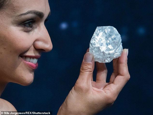 Khối kim cương ban đầu được bán với giá 53 triệu đô la.